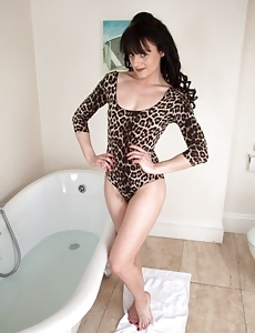 Super furry brunette babe Lisa takes a nice hot bath